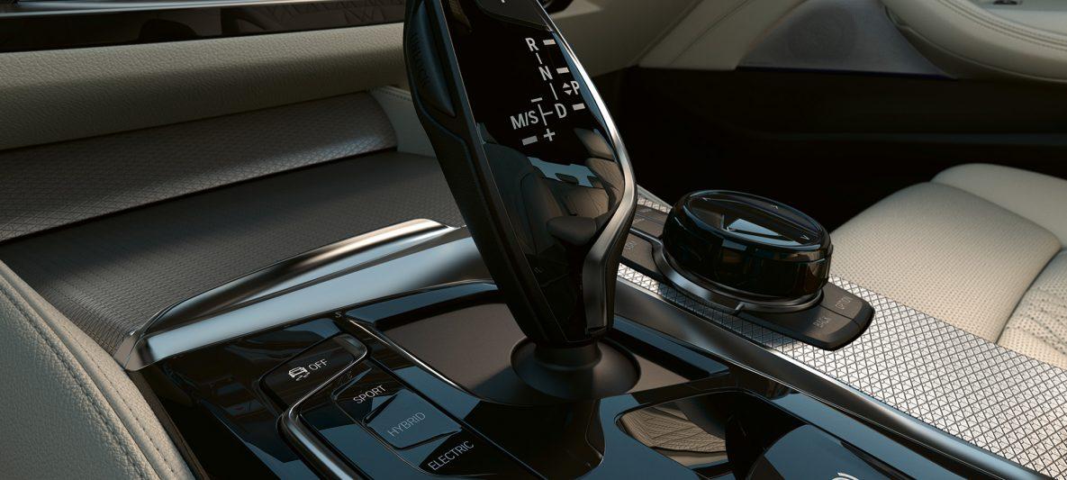 Bedienelemente in Schwarz hochglänzend BMW 5er Limousine G30 Facelift 2020 Interieur