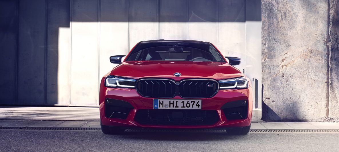 Front mit neuer Niere BMW M5 Competition F90 LCI Facelift 2020 BMW Individual Imola Rot Frontansicht