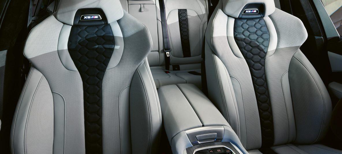 M Multifunktionssitze mit beleuchtetem X5 M Logo BMW X5 M Competition F95 Interieur