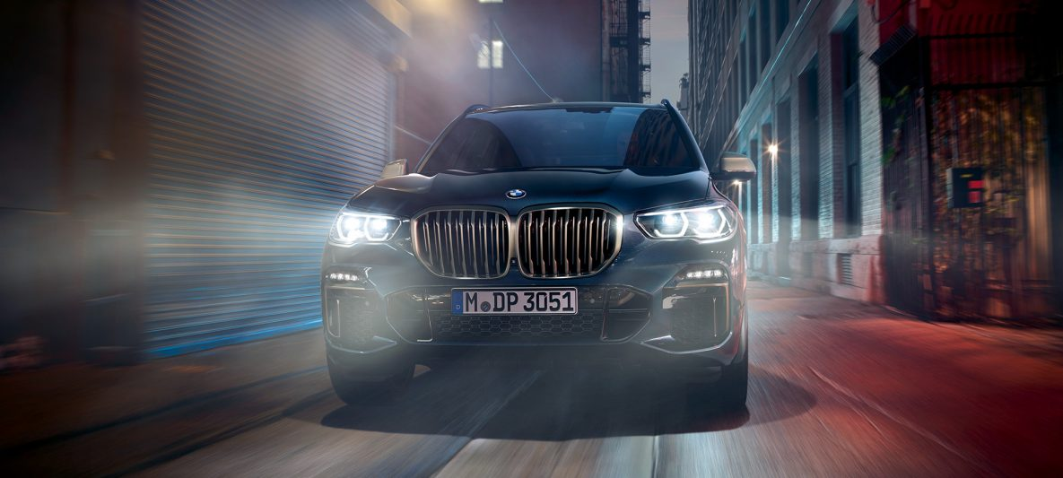 BMW Doppelniere in Ceriumgrau BMW X5 M50i und M50d G05 Carbonschwarz metallic Frontansicht