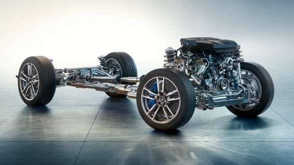 BMW X3 M F97 LCI Facelift 2021 Alpinweiß M spezifisches Fahrwerk Fronansicht fahrend durch Kurve